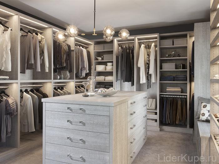 П-образная гардеробная комната